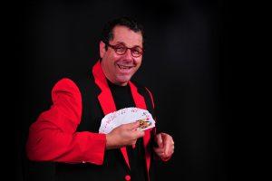 Shorty, humoriste magicien